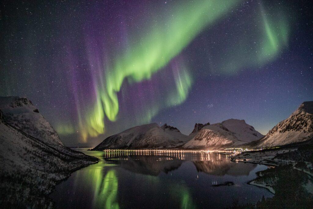 Norrskensspegling i vatten - SemesterSverige